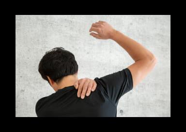 腕をあげると肩が痛む